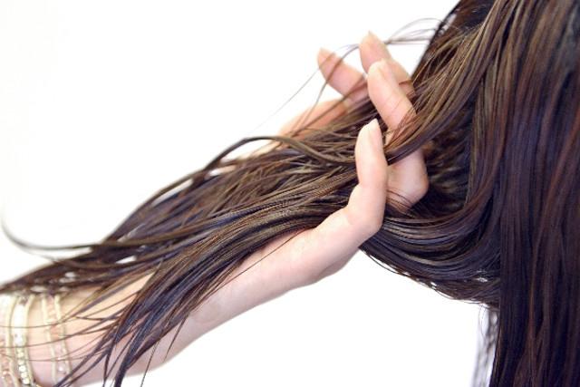 函館の白髪染めなら【Simply】へ!ダメージレスの白髪染めで髪も頭皮も健康的に